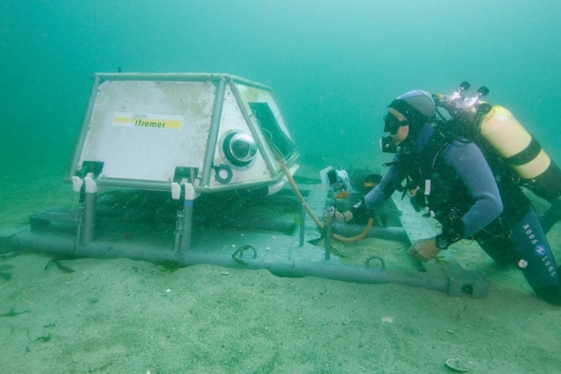 Après un mois de fonctionnement, première visite sur la plate-forme sous-marine